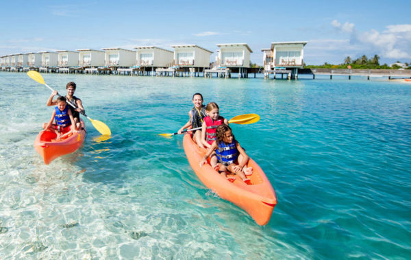 retreat-kayak-with-the-family-watersports-maldives